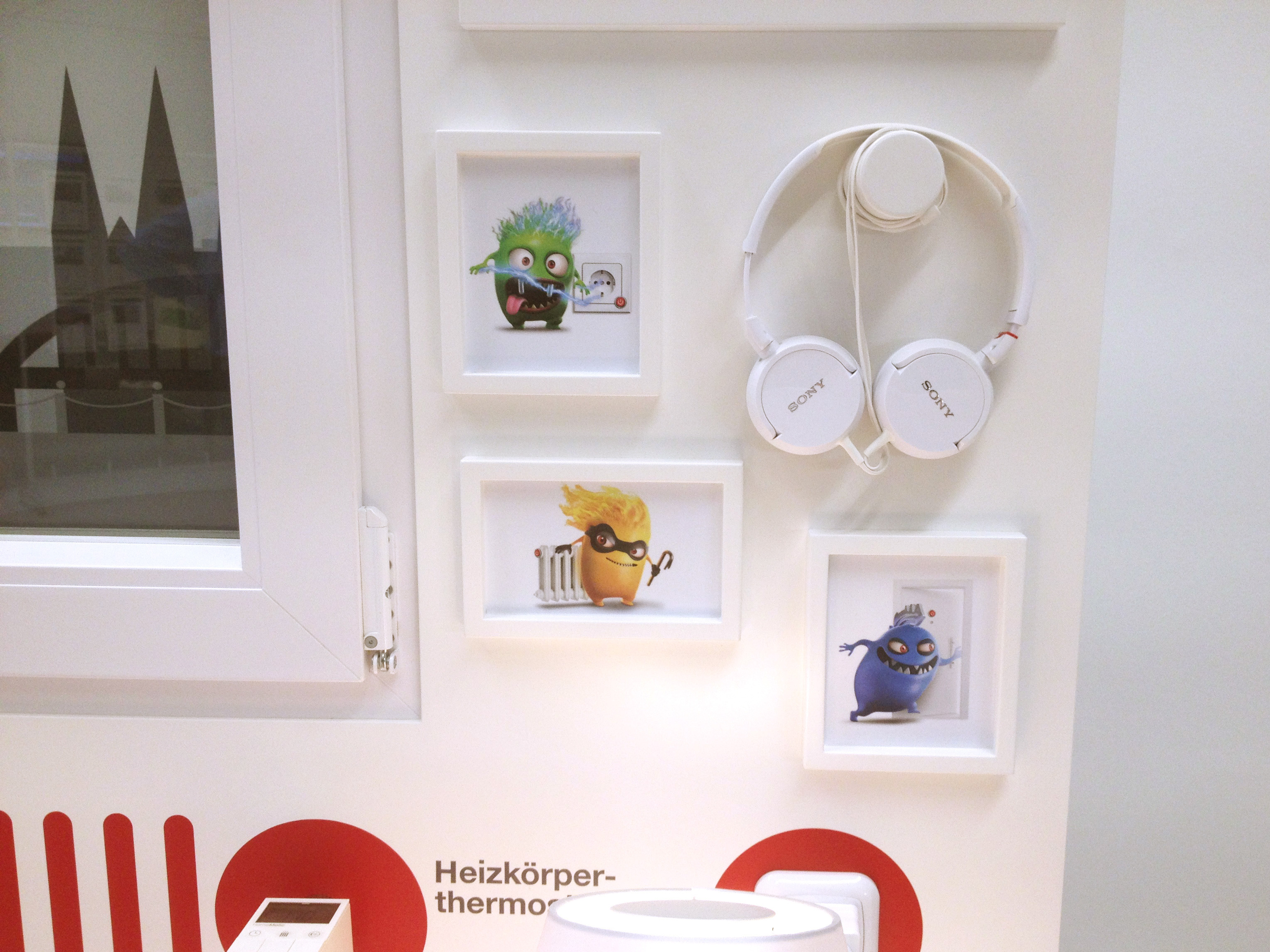 Pictures of RheinEnergie's campaign mascots and Headphones