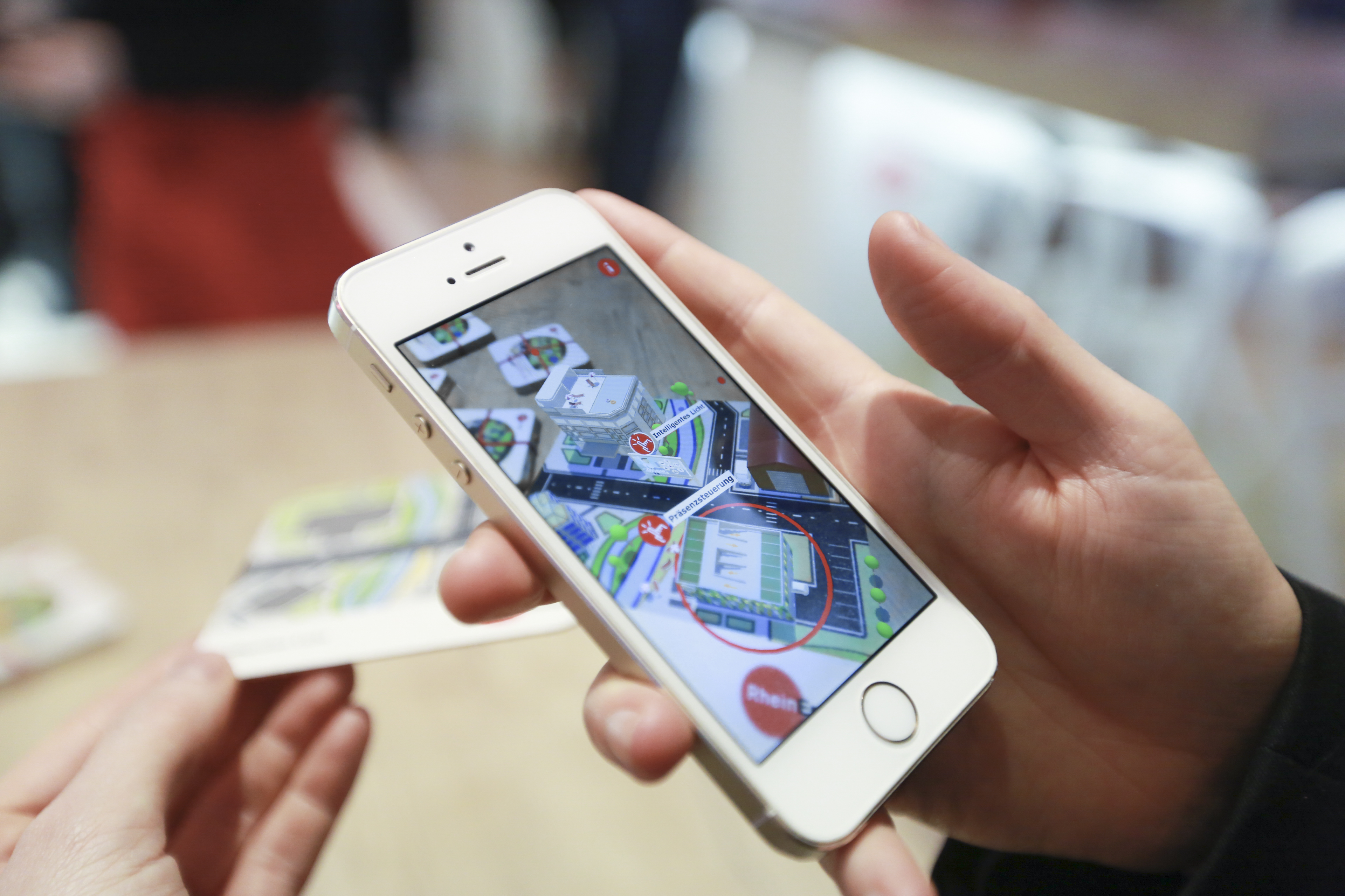 AR-App E-World, Smartphone, Map