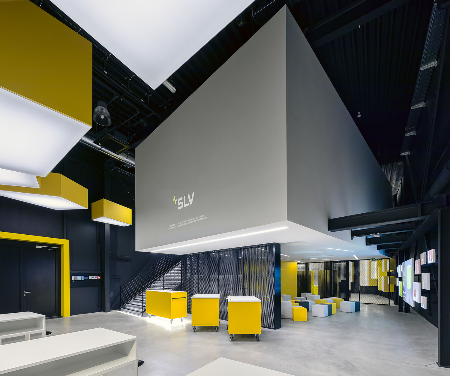 SLV Visitorcenter welcome area. Monochrome design with yellow highligths.