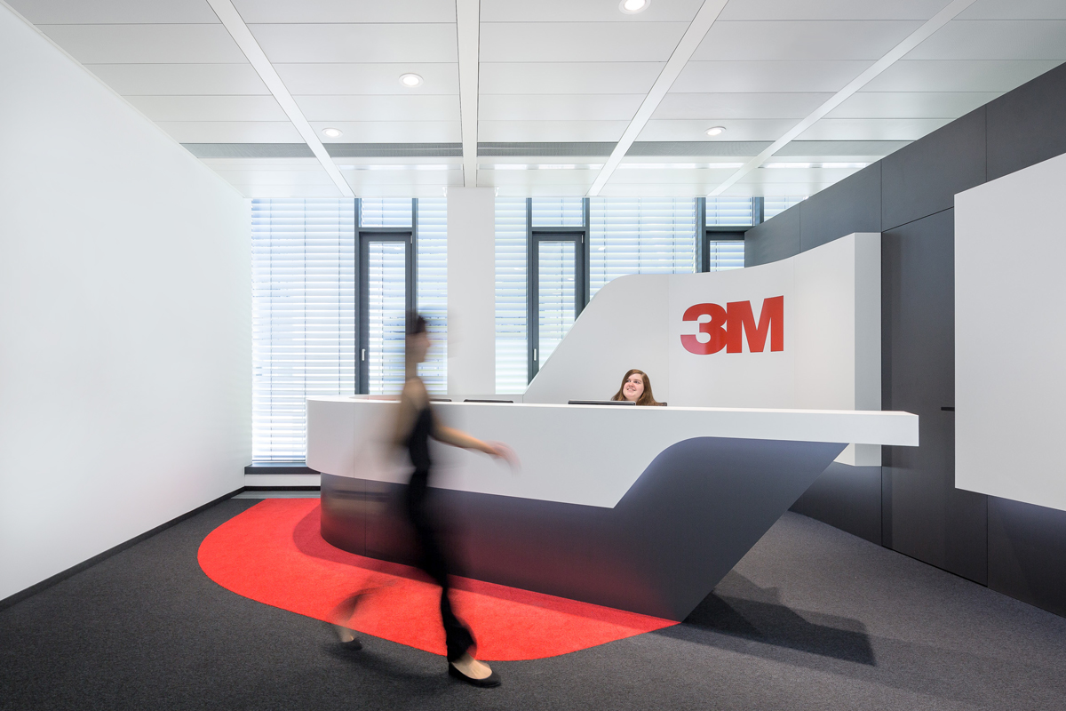 Reception counter in black and white with red accents: Carpet and 3M Logo