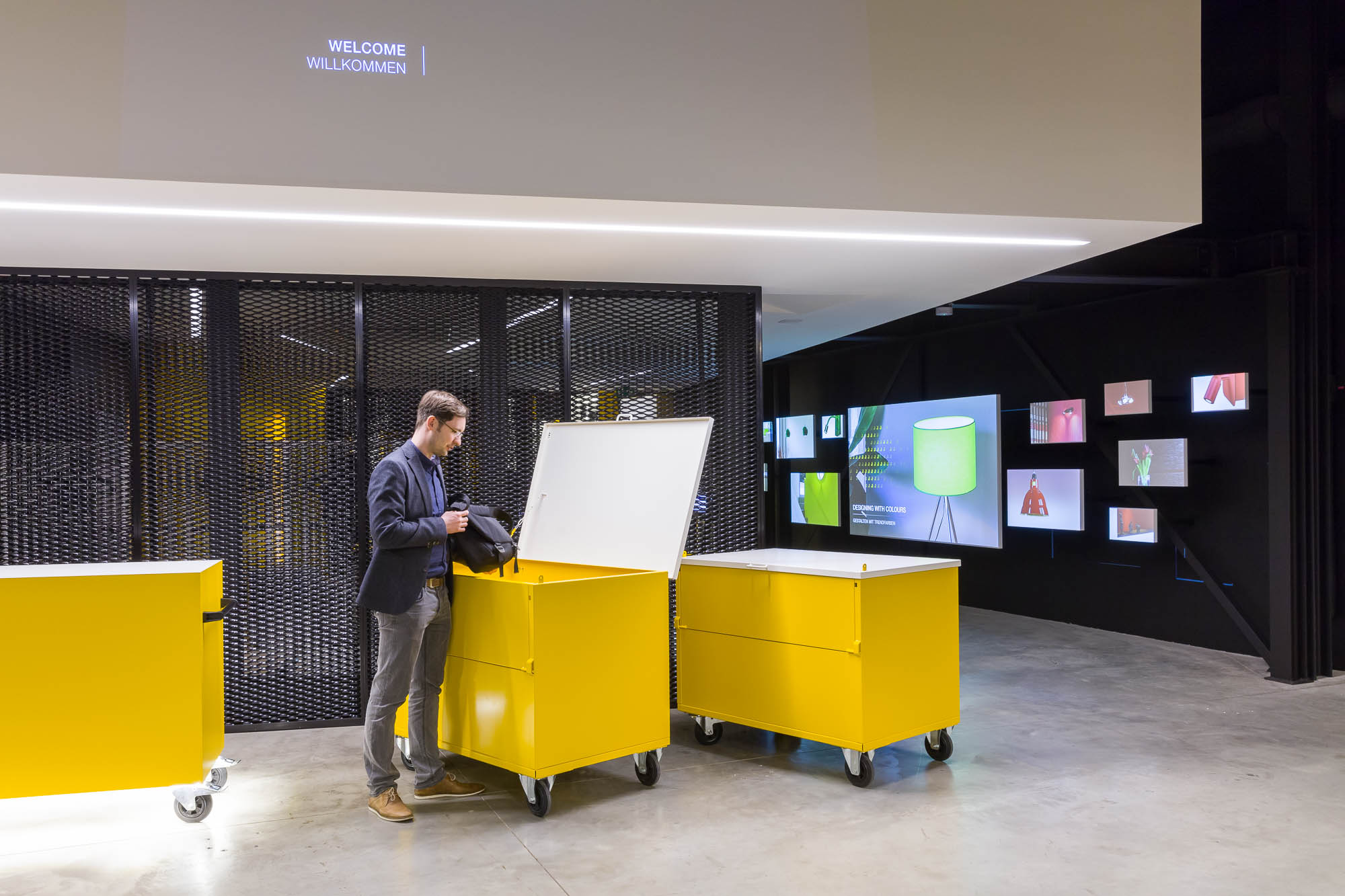 Welcome Area with movable yellow trolleys, which offer additional storage space and space for exchanges